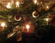 1280px-Candle_on_Christmas_tree_6.jpg